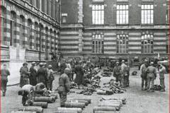 GIs_dans_la_cour_du_LGL_1944